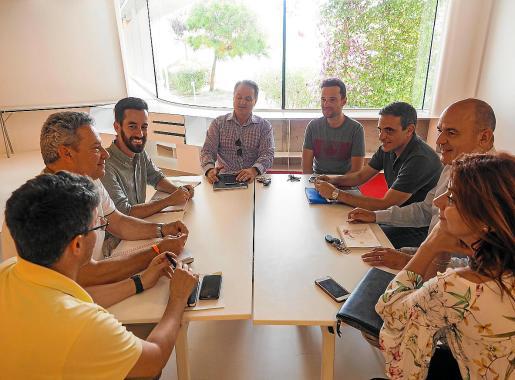 Cs se reunió ayer por la tarde con el PP en el Centro Cultural de Jesús.