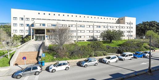 La Residencia tiene 97 habitaciones individuales y cuatro dobles, además de comedor y zonas comunes de estudio, televisión y juegos.