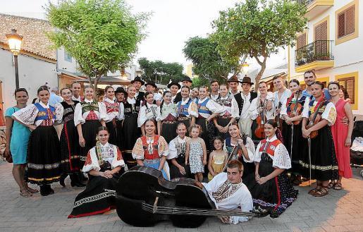 La Colla de Santa Gertudis, el grupo de Coros y Danzas El Trillo y Marina Folk Ensemble participaron en el festival.