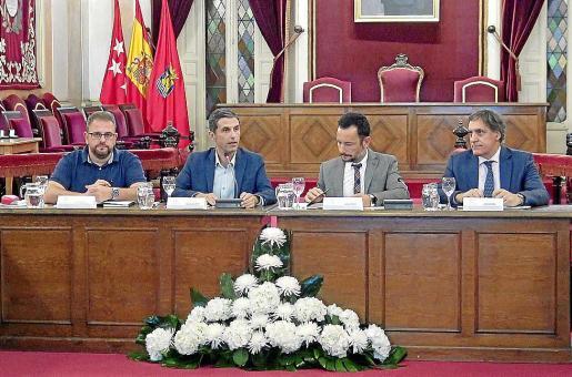 Mesa presidencial de la asamblea del Grupo Ciudades Patrimonio que se celebró ayer.