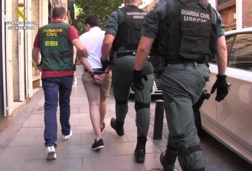 Agentes de la Guardia Civil detienen al ciberestafador más buscado en España