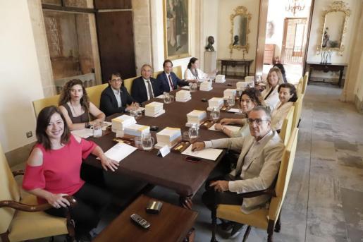 Pilar Costa es la única consellera del PSIB que no presenta su dimisión como diputada.