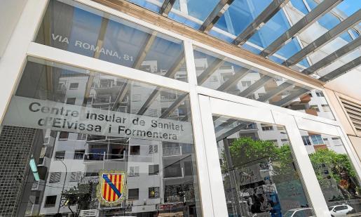 Los ciudadanos pueden dirigirse a la oficina de la Conselleria de Salut, que se encuentra en Vía Romana.