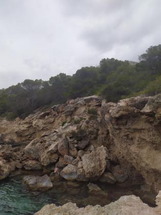 Acantilado en Cala Olivera