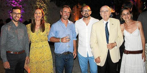 Xisco Vives, Pedrona Cantarellas, Alfonso Jaume, Tomeu Tugores, Jaume Mulet e Irene Coll, miembros de la junta directiva.