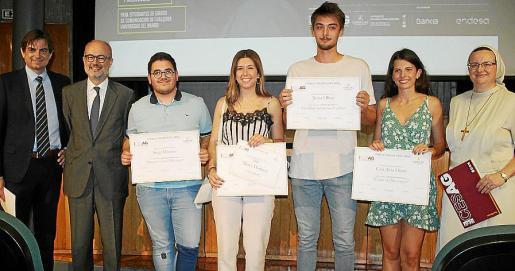 Sebastià Font, Martín Ribas, Sergi Moyano, Marta Martínez, Javier Oliver, Cati Aina Oliver -segundo premio de Audiovisual- y Julia Violero.