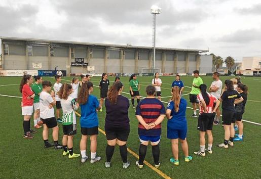 Algunas de las jugadoras que van a pasar a formar el Sant Jordi de fútbol once.