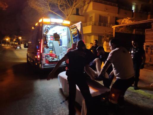 Los sanitarios han atendido al herido y lo han trasladado al Hospital de Manacor con pronóstico grave.