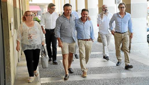 Margalida Ginard y Miquel Vidal llegaron a la reunión con el grupo de ibicencos.