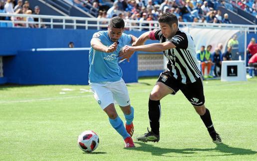 Raí se zafa de un jugador del Cartagena.