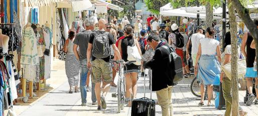 El centro urbano de Sant Francesc, lleno de turistas.