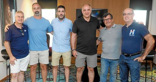 Pablo Laso, tercero por la derecha, junto al resto de integrantes y organizadores del Clinic Sa Real y Campus Paco Redondo.