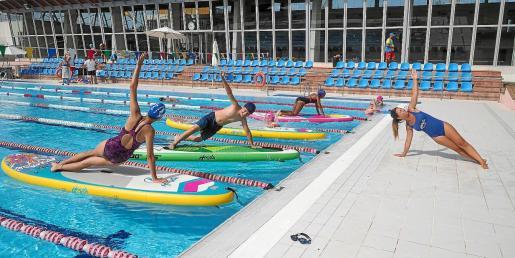 Imagen de una de las actividades celebradas en la piscina exterior de es Raspallar a favor de la asociación que preside Rubén Muñoz en Ibiza y Formentera.