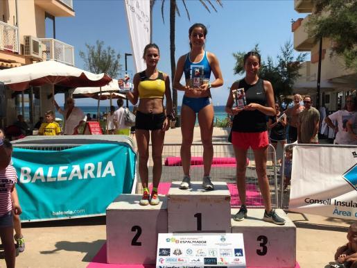 Carolina Gámez, Andrea Romero y Laura Sánchez, las tres primeras de la Milla Urbana.