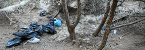 Vendedores ambulantes amenazan a los cuerpos de seguridad y destrozan las dunas de ses Salines