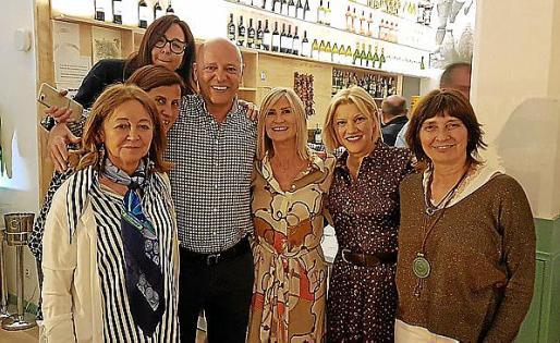 Francisca Pons, Mari Borrás, Juana María Segui, Emilio Perelló, Maria Perelló, Bárbara Barceló y Antonia Carbonell.