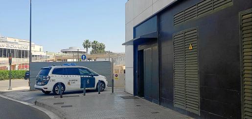Los tres detenidos fueron trasladados por la Guardia Civil hasta los juzgados del Cetis.