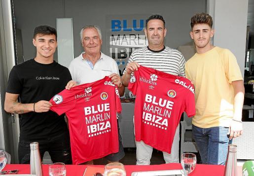 Solano, Moreras, Tortosa y Arias posan con la camiseta del CD Ibiza.