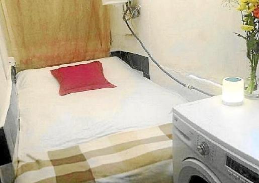 Algunos arrendatarios intentan sacar ingresos extra alquilando cualquier rincón de la casa, como el cuarto de la lavadora. La mayoría de los alquileres ofertados en la isla por las plataformas de Internet no cuentan con licencia turística.