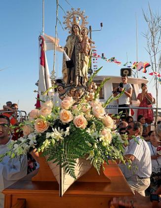La Virgen del Carmen fue seguida por numeroso público en el pueblo de Santa Eulària.