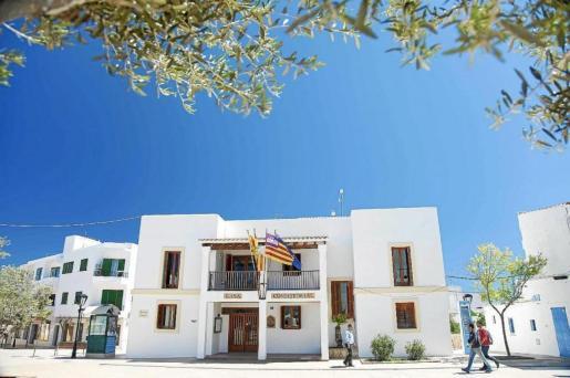 Fachada del edificio del Consell de Formentera.