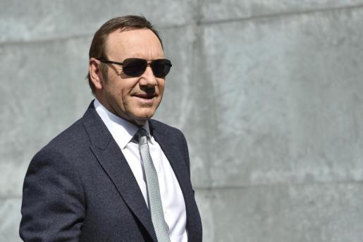 Los abogados de Spacey acusaron al denunciante de eliminar mensajes de texto que respaldarían la defensa del actor.