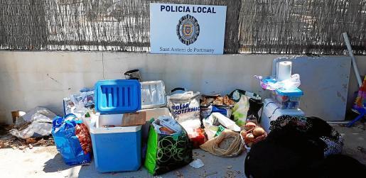 Los agentes trasladaron hasta el retén municipal todo el material intervenido en los tres puntos de venta ambulante.