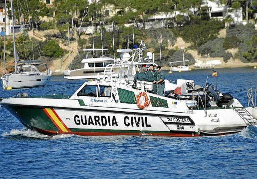 La patrullera de la Guardia Civil 'Sa Costera' inspeccionó y denunció al yate 'Svetlana'