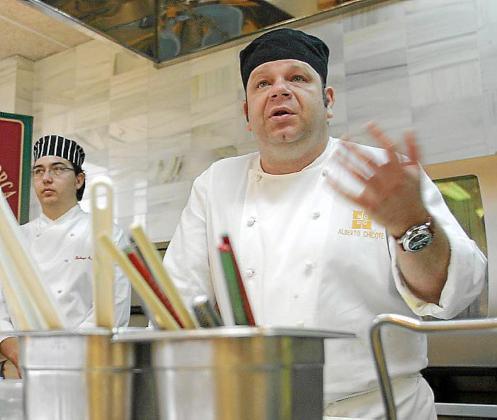 Chicote, durante un curso que impartió a cocineros de Mallorca.