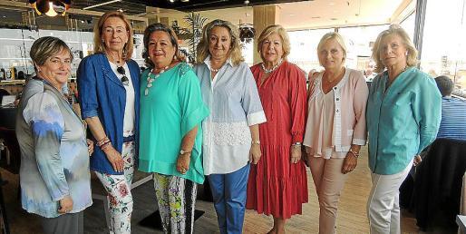 Antonia Llabrés, May Fernández de la Puente, Maruja Marcé, Magdalena Grúa, Carmen Carreras, Tina Miró y Catalina Grúa.