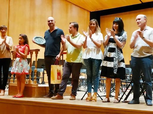 El director de la Banda municipal de Sant Antoni, Frank Cogollos, ganó ayer el Primer premio y el Premio de las bandas en el II Concurso de Pasodobles Reinas de Segorbe