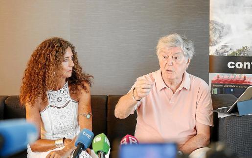 Belinda Alonso y Daniel Busturia durante la rueda de prensa en un hotel de Talamanca.