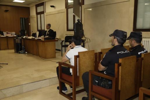 El acusado, condenado a trece años de cárcel por abusos sexuales a su hija.