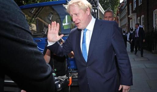 """Johnson promete """"cumplir el Brexit, unir al país y derrotar a Corbyn"""""""
