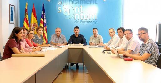 La reunión con el nuevo equipo de gobierno se llevó a cabo ayer.