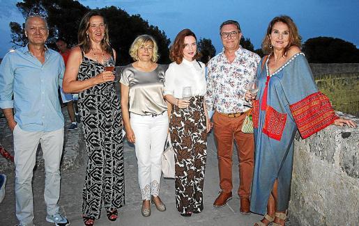 Pedro Balle, Elena Bauzá, Aina Moreno, Lourdes Ferriol, el organizador del evento, Miquel Bonet; y Toñi Ferriol.