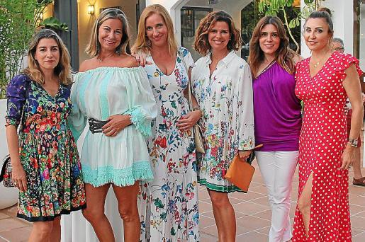 Laura Calvo, Isabel Hernández, Catiana Sosa, Arancha Galarraga, Plácida Mariño y Paz Sánchez.