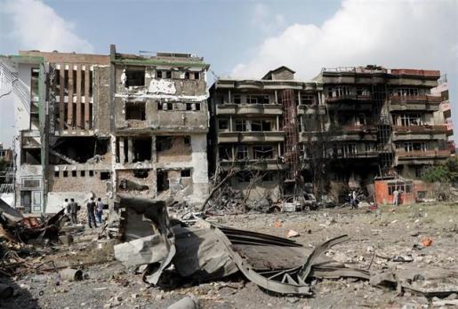 Al menos 34 muertos y 17 heridos por la explosión de una bomba al paso de un autobús en Afganistán.