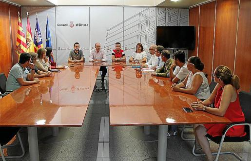 Vicent Marí se reunió ayer con los nuevos directores insulares.