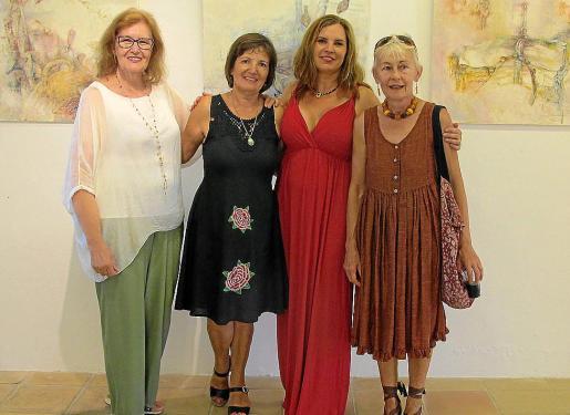 Begoña Gorrotxategi, Marga Juan, Cristina Ferrer y Rita Bretonessa.