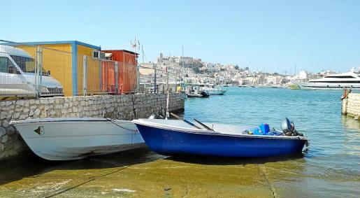 Dos de las cinco pateras que han llegado durante la última semana a las costas Pitiusas.