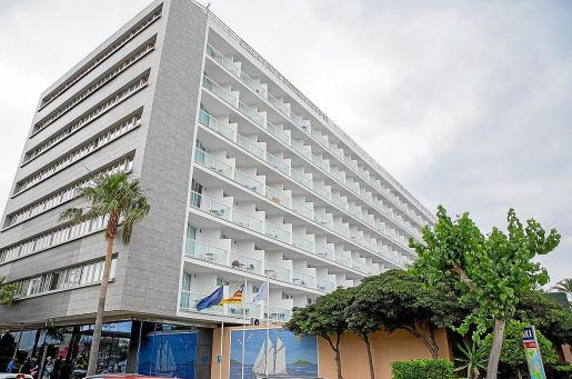 Uno de los numerosos hoteles presentes en la zona turística de Platja d'en Bossa.