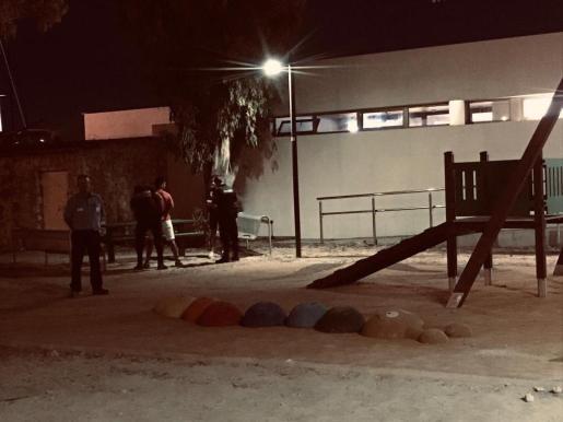 La Policía Local de Ibiza interpone diez denuncias por botellón y suciedad.