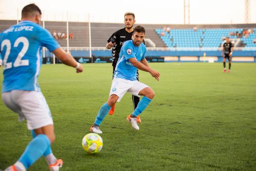 Fran Carbia, durante el partido de ayer contra la Peña.