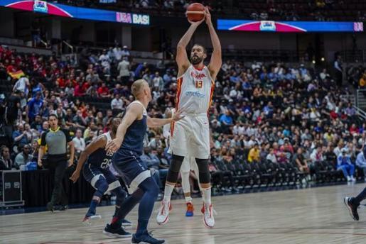 Marc Gasol lanza a canasta en el amistoso de la selección española de baloncesto ante los Estados Unidos.