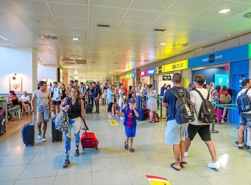 El turista británico se caracteriza por contratar sus vacaciones a última hora, según la Fehif.