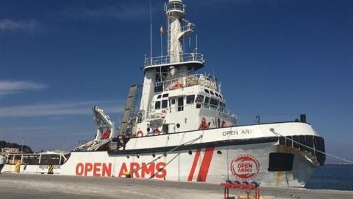 Open Arms amarra al port de Mitilini (Lesbos).