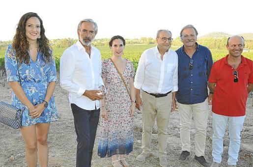 Nuria Hinojosa, Imanol Arias, Marina Vera, Toni Bennàssar, Lluc Reus y Tofol Reus.