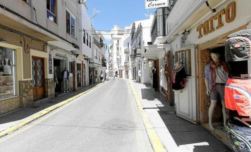 Imagen de archivo de comercios en la zona de La Marina de Ibiza
