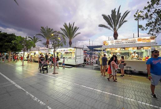 La feria de Sant Bartomeu estuvo ayer muy animada. El martes que viene, las atracciones costarán también un euro.